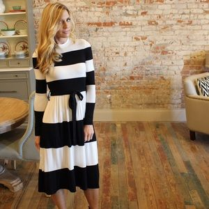 Dresses & Skirts - Black and Ivory color block midi dress with tie