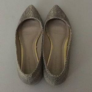 Banana Republic Pointed toe Flats Size 7