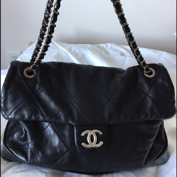 4bf95323c9c37 CHANEL Handbags - Priced to sell! Gorgeous Chanel front flap bag