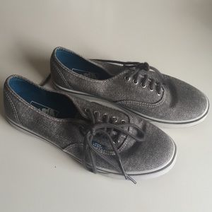 54c727846a Vans Shoes - Vans Classic low 7.5