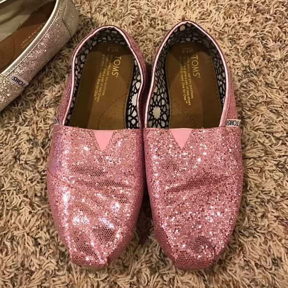 61dfe6c1f8e TOMS Shoes - Women s 7.5 pink glitter toms