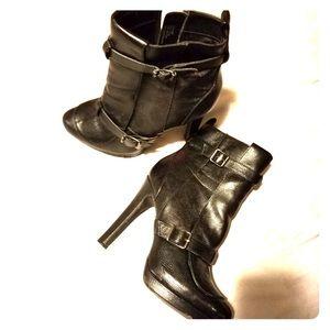 Simply Vera Wang Black Boots