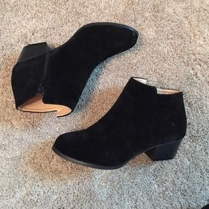 Shoes - Black suede booties! ❤️