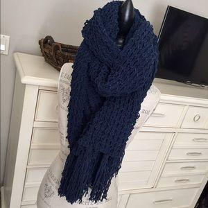 NWOT❤Oversized Chunky navy hollister scarf