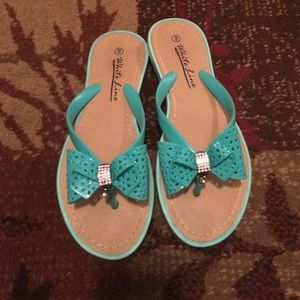Flip flops with cute bow