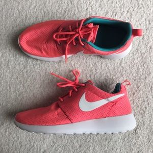 Nike Shoes - 🌸 Hot Coral Pink Nike Roshes