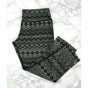 NWT Aztec Print Workout Capri Pants
