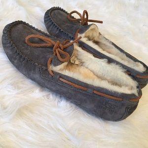 deecef24b40 ✨PRICE FIRM FINAL MARKDOWN✨ UGG Dakota Slippers