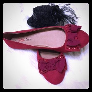 RED CIRCLE Studded Bow Bedelia Flats