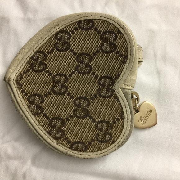 85a1333b181 Gucci Accessories - Gucci heart coin purse