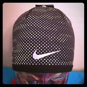 Nike Accessories - 🎉HP 1/2🎉 Nike Refective & Reversible Beanie