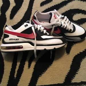 Nike Other - Youth AirMax amazing condition