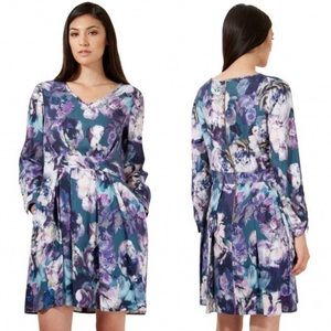 Closet Floral Dress size 4 Bought in London, NWT