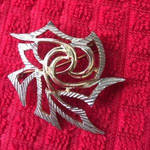 Jewelry - Vintage rose flower brooch pin gold silver