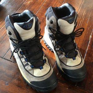 Salomon Shoes - Salomon Hiking size 7
