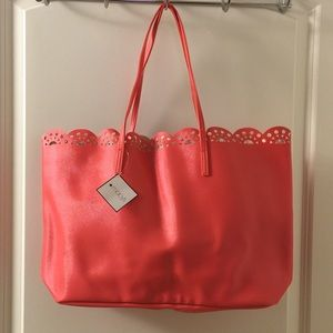 Handbags - Gorgeous summer tote
