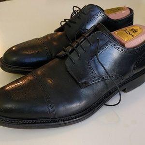 Santoni Other - Santoni brogued cap toe derbys