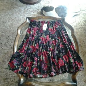 White Stag  Dresses & Skirts - ■SALE■ White Stag 3X skirt floral new with tags