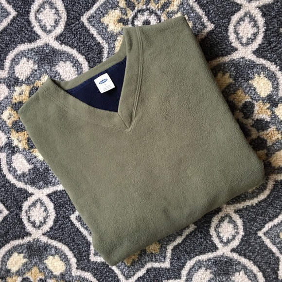 87% off Old Navy Other - NWOT Men's Old Navy V-Neck Fleece ...