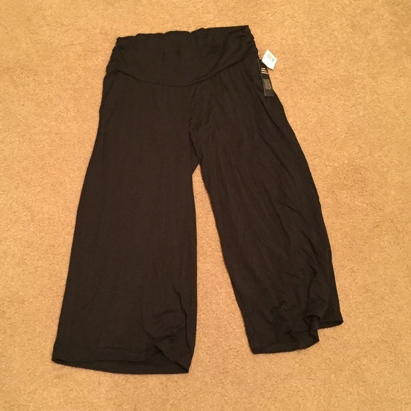 e6374a9599e16 Luxe Essentials Apparel Pants | Nwt Luxe Essentials Black Gauchos ...