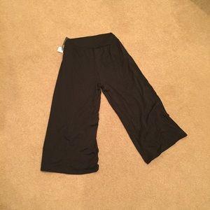 88f23d59d2deb Luxe Essentials Apparel Pants - NWT Luxe Essentials black gauchos maternity  sz m