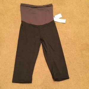 NWT gray short leggings sz medium maternity