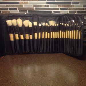 Brush set 24 PC Bamboo Collection NIB