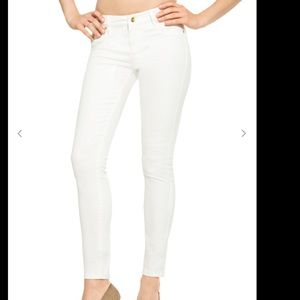 JustFab Denim - NWT white justfab 25 jeans.