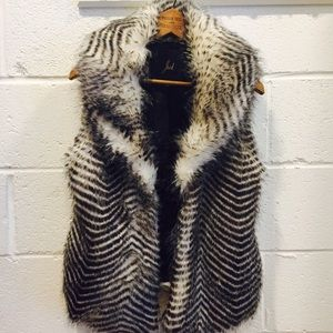 Gorgeous black white chevron faux far vest NWOT