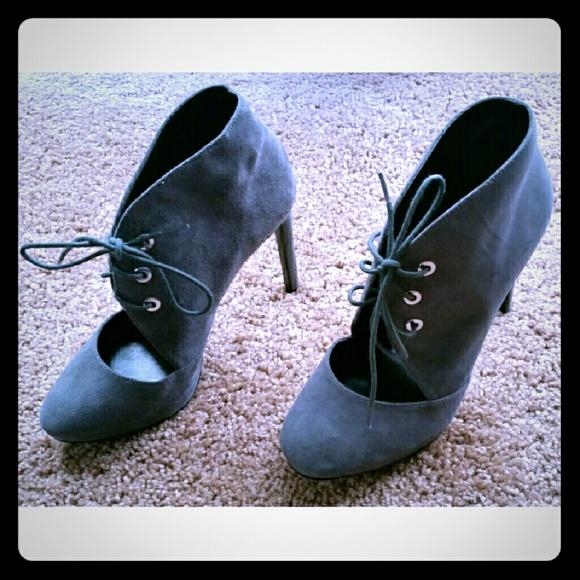 ebdeb76deb6a Nine West gray lace up heels NWOT. M 581625e0bf6df5ff650c5c1f