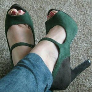 Delicious Shoes - Color block Mary Jane heels,  sz 6.5 NEW! !