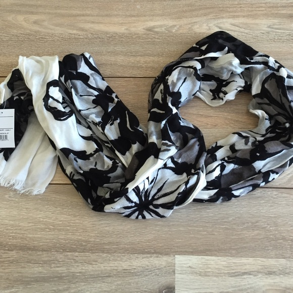 Accessories - Black and white dress scarf