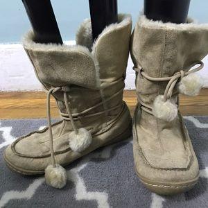 Shoes - Tan faux fur boots size 7