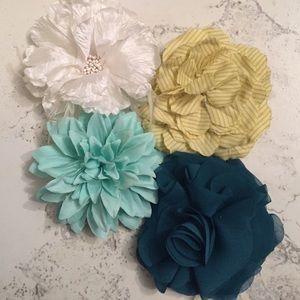 Accessories - Bundle of 4 flower hair clips/lapel clips