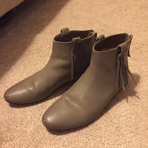 Pre-loved Gray JOIE Leather Booties Ankle Boots 37