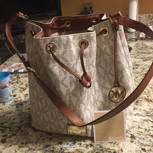 Michael kors handbag very good condition like new