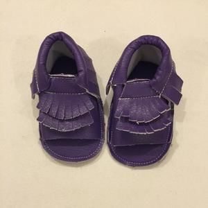 Other - 🎉Editors Pick!!Purple baby moccasins size 6-12 months
