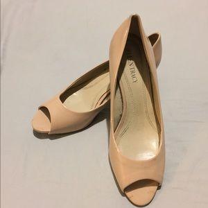 ELLEN TRACY Nude heels