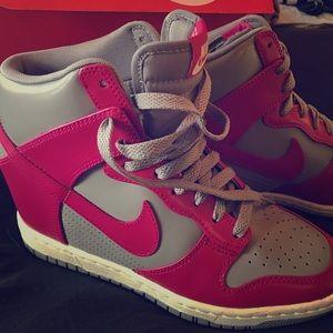 Women's Dunk  sky Nike Sneaker boot. Size 7.5