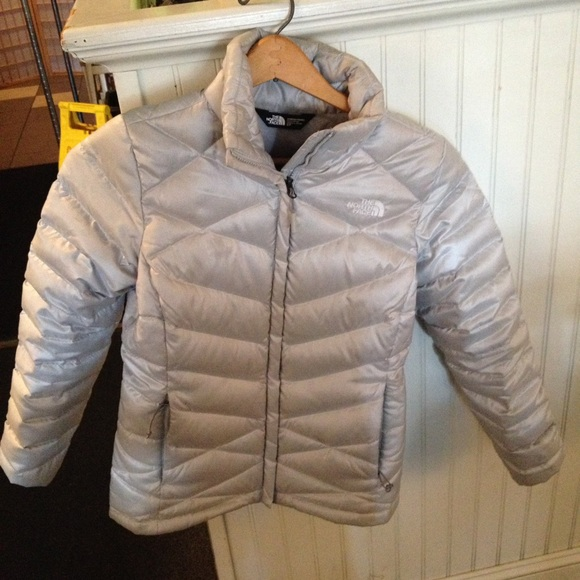 fd396570a0e5 North Face silver puffer winter coat. M 581760094e8d1794ab04c5e0