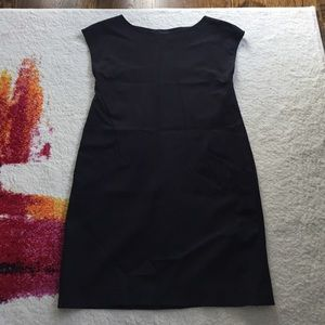 Theory size 0 shift dress with pockets in black