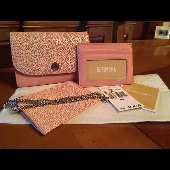 025679eb7c1d Michael Kors Juliana 3-in-1 Wallet ~ Pale Pink. M_58176a284127d0d87604e4aa