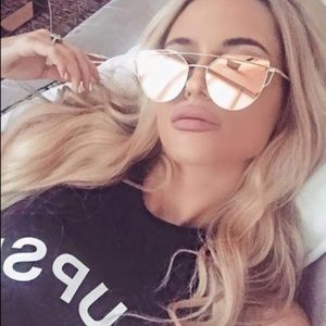 Accessories - Back in stock📢 Rose gold mirrored Sunglasses
