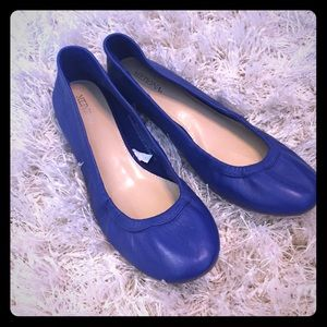 Be royal with these ballet flats