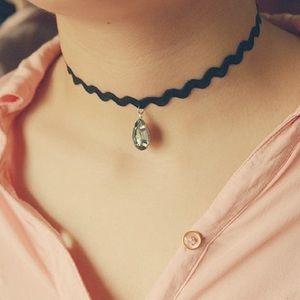 Jewelry - 💟Zig Zag Choker With Gem💟