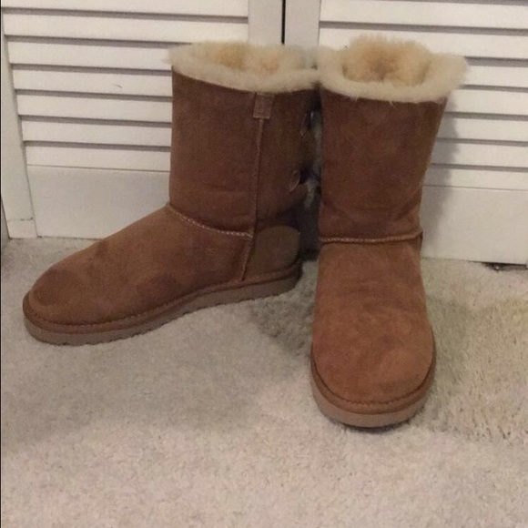 7a547f7084f I am selling a pair of tan Bailey Bow Ugg Boots