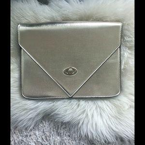 ALL THAT GLITTERS: Gold metal clutch bag