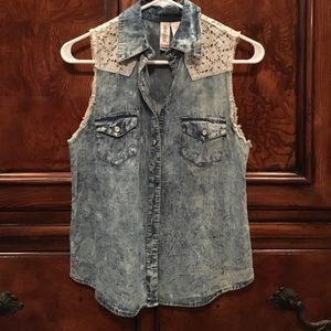 Mimi Chica Tops - Sleeveless denim shirt with embroidered top
