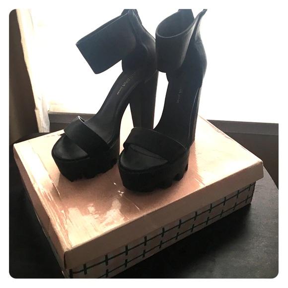 986951e0acdf Wild Diva Platform Ankle Strap Heels. M 5817b3418f0fc4085705df5b