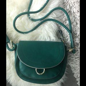 EVA MENDES green crossbody bag!